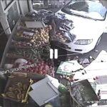 הסתיים בנס-רכב איבד שליטה ונכנס בחנות ירקות בבת ים