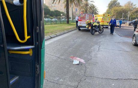 צפו בסרטון:הולך רגל נפגע מאוטובוס בחולון