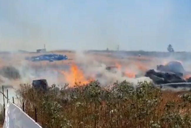 שריפת חציר ליד חוות סוסים