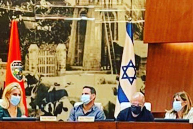 פאנל פעילים חברתיים עם ראש העיר בהפקתה ובהנחייתה