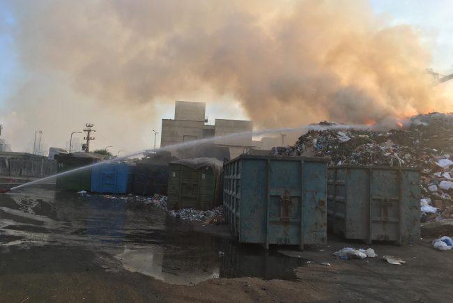שרפת פסולת מאחורי מכללת כבאות והצלה לישראל