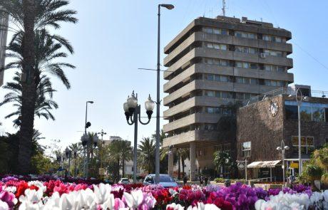 קמפיין עירוני הקורא לתושבי העיר לערוך את קניותיהם